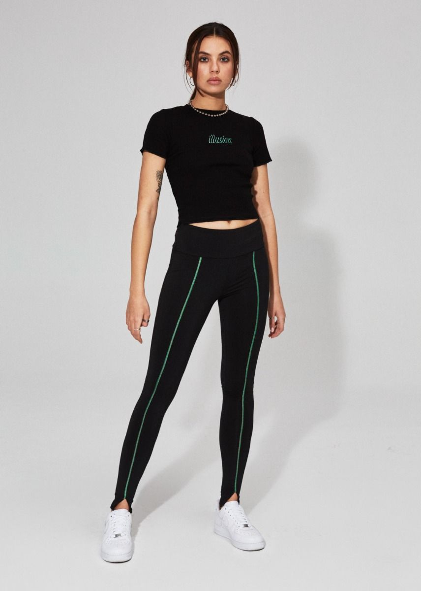 BLACK LEGGINGS WITH GREEN SEAMS